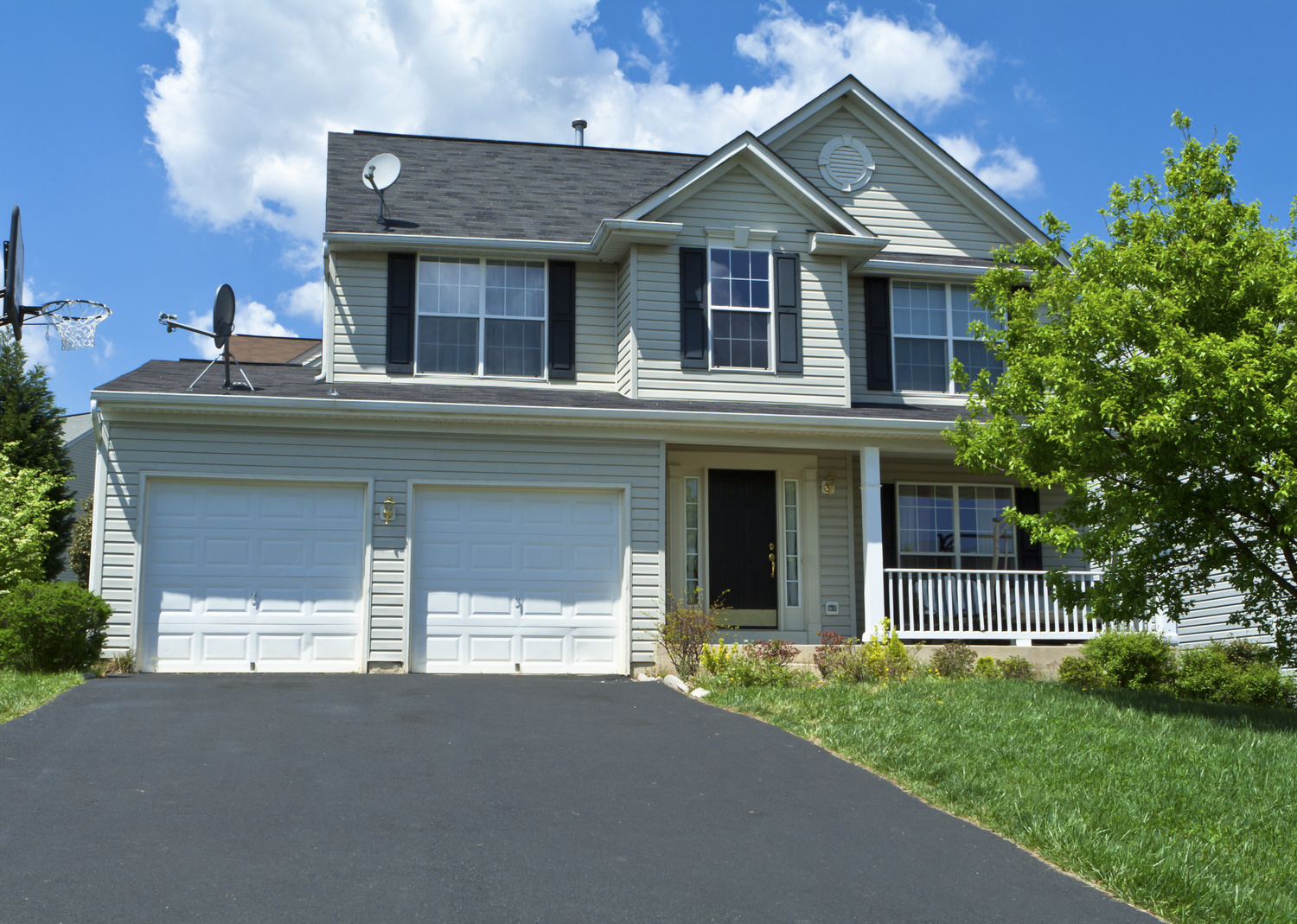 When is the Best Time in the Year for Driveway Sealcoating in Lakemoor, IL?